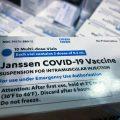 featured image La FDA Añade una Advertencia Sobre una Rara Reacción a la Vacuna COVID-19 de J&J
